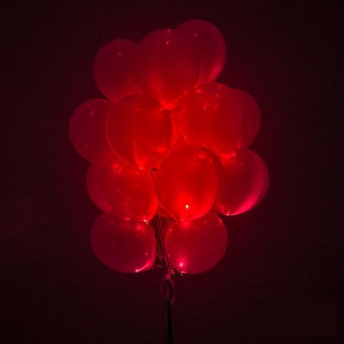 Светящиеся красные шары