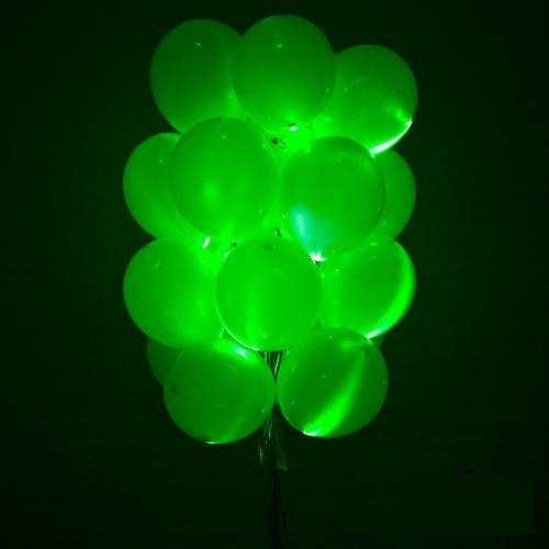 Светящиеся зелены шары